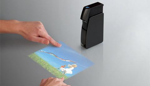 Light Blue Optics invente le projecteur virtuel multi-tactile !