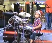Un batteur âgé de trois ans seulement !