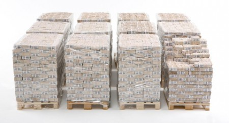 En billets de 100 il faut douze palettes pour 1 milliard de dollars !