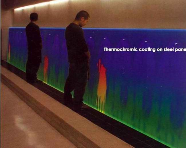 Pour se soulager artistiquement : l'urinoir thermo-chromique !