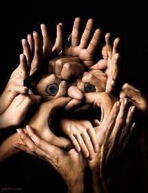 Avec les mains...