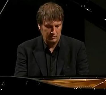 Boris Berezovsky joue Rachmaninov : un régal, même pour ceux qui ne connaissent ni l'un ni l'autre.