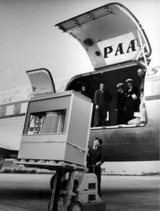 Un disque dur de 5 Mbits en 1950. Pour les béotiens, 5 mbits de nos jours, c'est le poids informatique d'une (petite) photo !