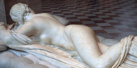 Hermaphrodite endormi. Oeuvre romaine d'époque impériale (IIe siècle après J.-C) Musée du Louvre