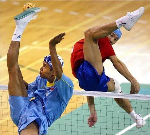 Et il y en a qui tombent à genoux quand un footeux effectue un ciseau retourné...
