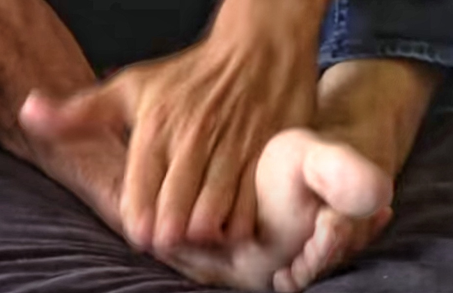 Main gauche, pied gauche