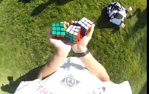 Comment résoudre 3 Rubik's cubes en jonglant avec !