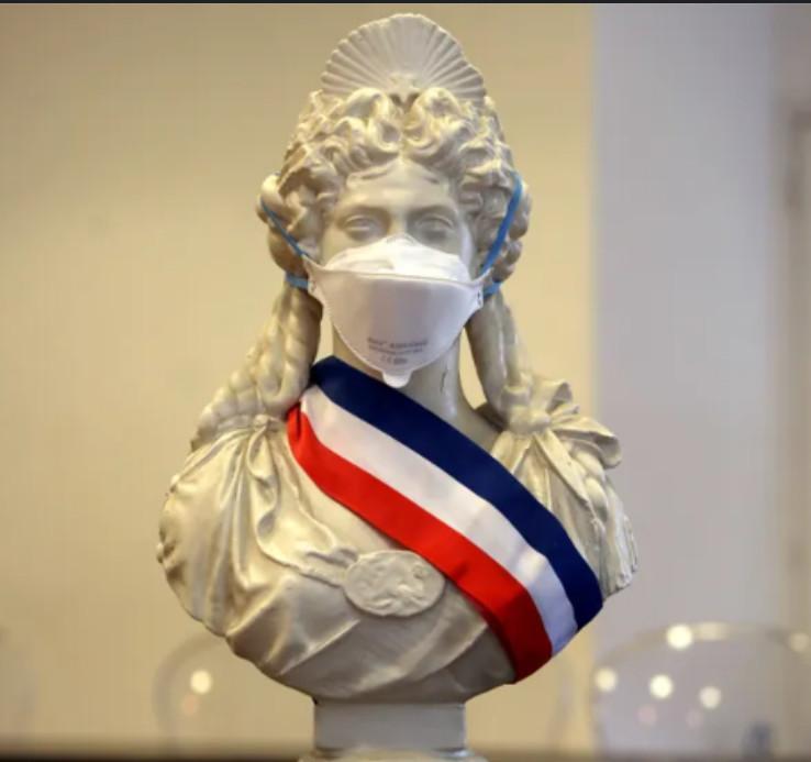 La rapport du Sénat qui accuse le gouvernement à propos de la gestion des masques