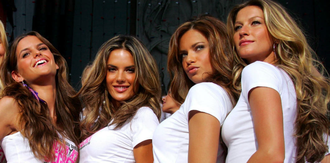 De gauche à droite : Izabel Goulart, Alessandra Ambrosio, Adriana Lima, et Gisele Bundchen. Quatre top models brésiliennes mondialement connues. Par FRAZER HARRISON via GETTY IMAGES NORTH AMERICA / AFP