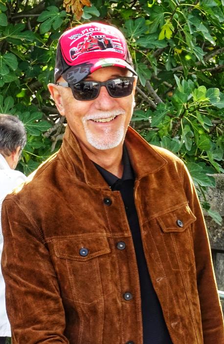 Photo de l'année dernière : j'avais 70 ans. Et, non, je n'ai pas changé 😉