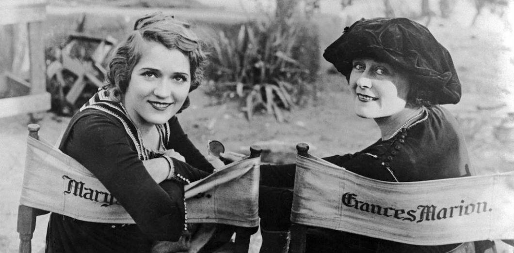Mary Pickford et Frances Marion en 1920, sur le tournage de «The Love Light» |
