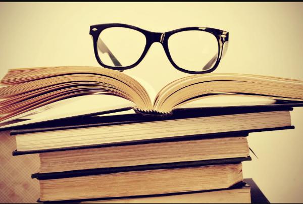 Au lieu de passer votre temps sur les réseaux sociaux, vous pourriez lire 200 livres par an !