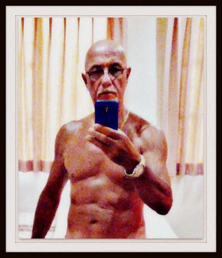 Début 2013 : 76 kg. Le smartphone c'est pour prendre la photo, dans le miroir