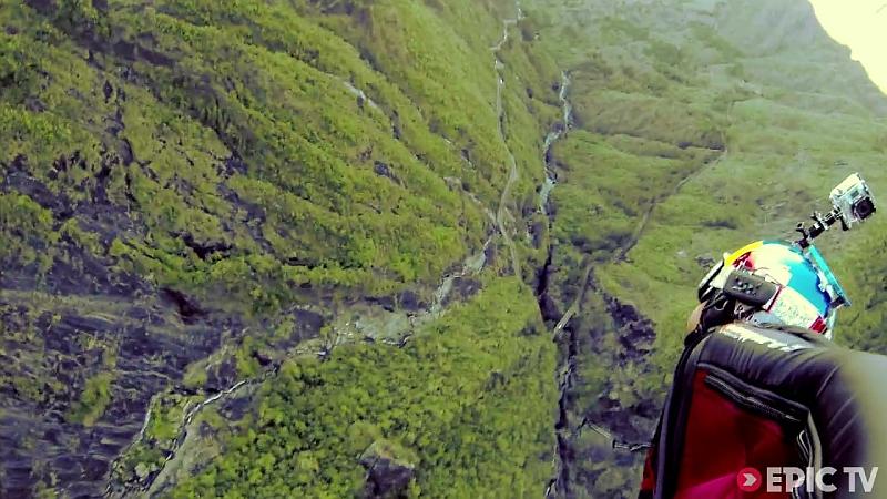 La Réunion en wingsuit !