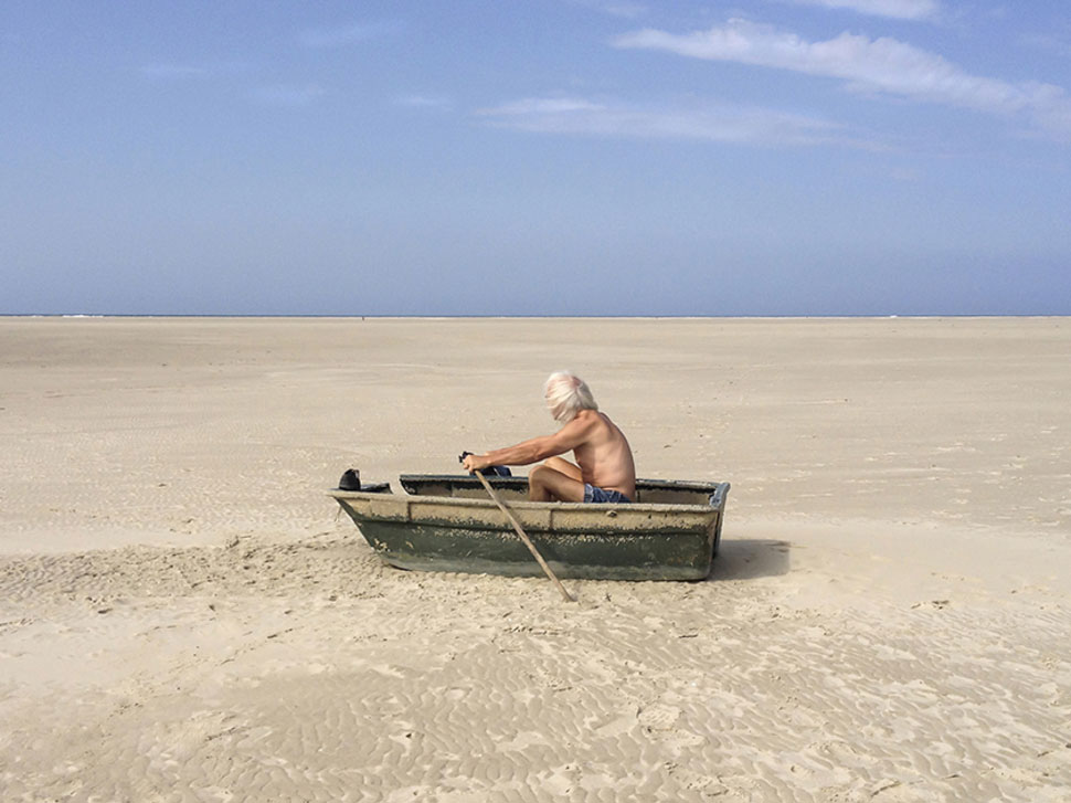 Photo Carla Veermend ; Sisyphe sur le sable ?