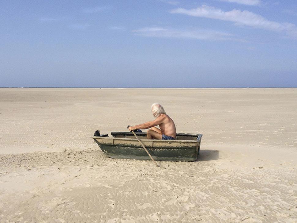 Photo Carla Veermend ; Sisyphe sur le sable ?