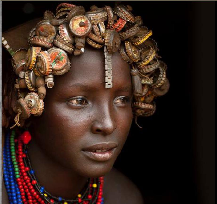 Les Dassanech : la tribu qui transforme les capsules de Coca en bijoux