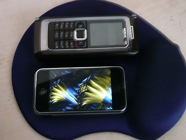 Le Nokia est guère plus grand que l'Iphone !