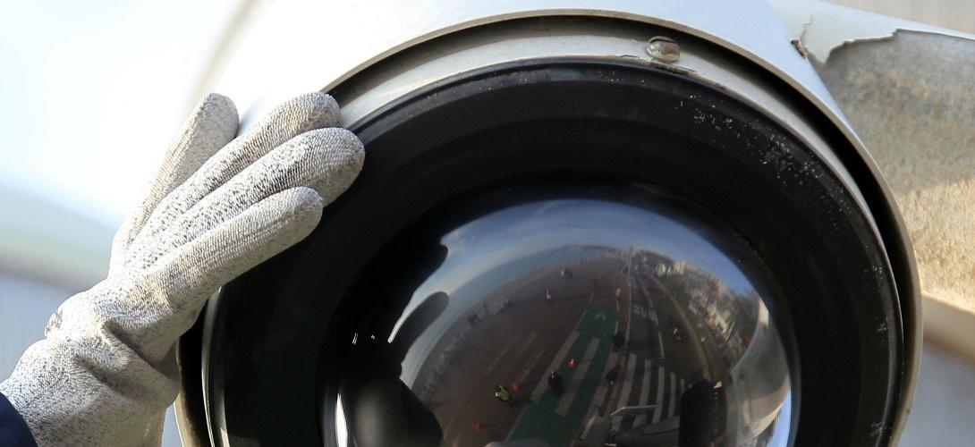 Caméra de surveillance de la promenade des anglais. Je ne vous dis pas le prix d'un seul de ces engins.