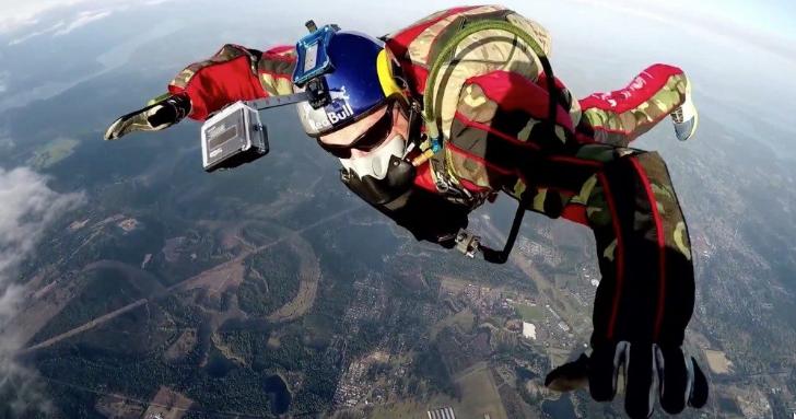 Il saute de 7500 mètres...sans parachute !