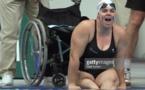 Avec un départ dans cette position, elle perd au moins 10 sec par rapport à celles qui peuvent se servir de leurs jambes ! Et 10 sec en natation, c'est énorme.