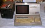 Sharp MZ80 B/ à gauche, le double lecteur de disquettes. A l'époque, ça valait une fortune !
