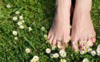 Earthing : et s'il suffisait de marcher pieds nus sur la Terre pour aller mieux ?