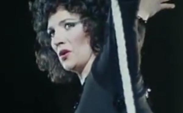 Coline Serreau :  actrice, metteur en scène, réalisatrice, scénariste, compositrice, chef de chœur et...trapéziste !