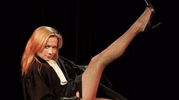 Caroline Vigneaux : un ex-avocate qui n'y va pas par quatre chemins !