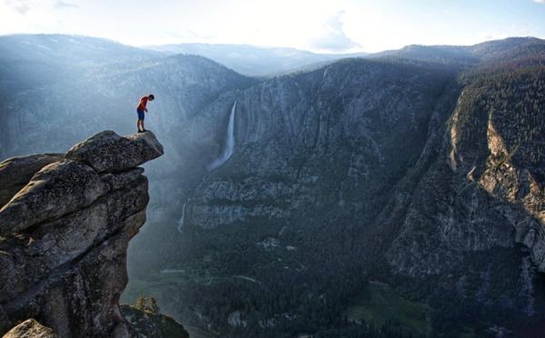Alex Honnold ou l'escalade sans corde (!) des pentes les plus difficiles du monde